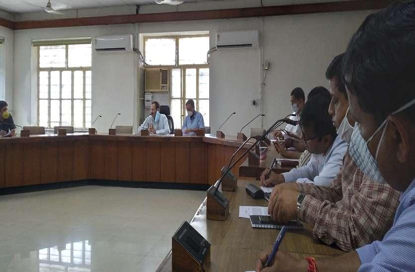 कलेक्टर ने दिए अधिकृत अस्पतालों में हैल्प डेस्क बनाने के निर्देश