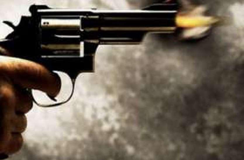 पुलिस पर किया खंजर से हमला, पुलिस ने चलाई गोली