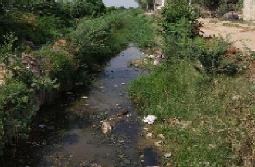 पानी नहीं मिलने से किसान निराश
