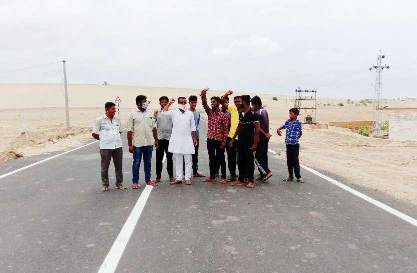 भारतमाला सड़क से रास्ता बंद होने पर ग्रामीणों ने विद्यालय का किया बहिष्कार