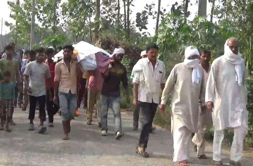 गमगीन माहौल में एक साथ जली चार चिताएं ताे मानों राे पड़ा पूरा गांव