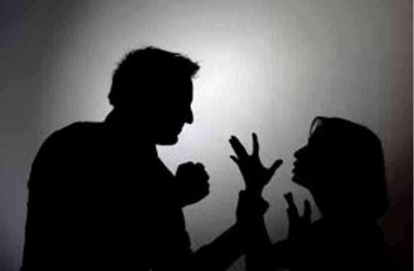 युवक ने शादीशुदा होते हुए भी शादी की, पहली पत्नी के कहने पर दूसरी को छोड़ा