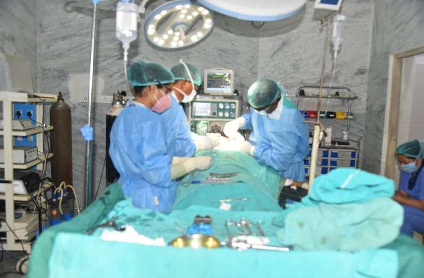 ट्यूमर से सड़ चुका था महिला का जबड़ा, डॉक्टरों ने आर्टिफिशियल जबड़ा तैयार कर 6 घंटे में की सफल सर्जरी