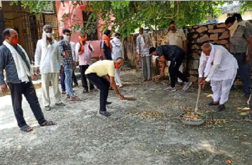 भाजपा कार्यकर्ताओं ने किए सेवा कार्य