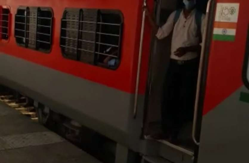 गुजरात में पैसेंजर, मेमू और इंटरसिटी ट्रेनें कब ?