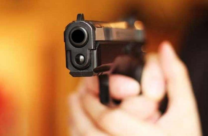 यात्री बनकर बस में चढ़े लुटेरों ने बंदूक की नोंक पर यात्रियों को लुटा