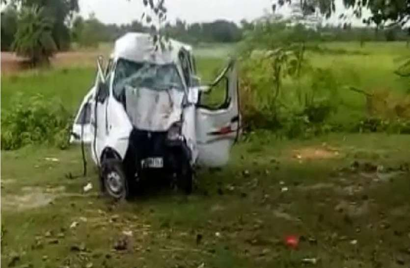 ड्राईवर की नींद बनी काल : बहराइच में अनियंत्रित मारुति ईको पेड़ से टकराई, चार की मौत
