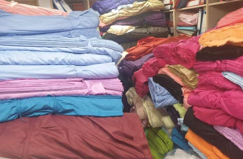 SURAT KAPDA MANDI: 300 करोड़ का यूनिफार्म कपड़े के कारोबार का पहिया रुका
