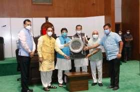Gujarat: कैबिनेट मंत्री चुडास्मा, कांग्रेस विधायक राठवा श्रेष्ठ विधायक पुरस्कार से सम्मानित