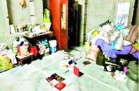 गहरी नींद में सोया था परिवार, चांदी के जेवरात सहित नगदी चुरा ले गए चोर