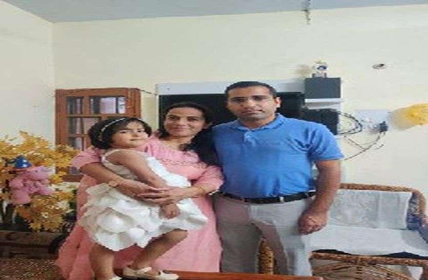 चिकित्सक पति की आत्महत्या खबर सुनकर पत्नी ने बेटी के साथ टैंक में लगाई छलांग