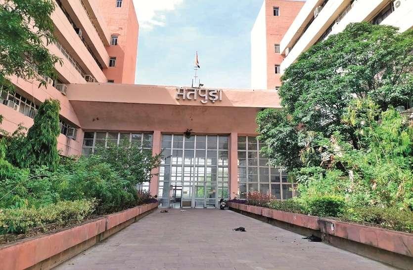 तीन lakh से ज्यादा छात्रों को admission की दरकार, आधी fee मांग रहे कॉलेज