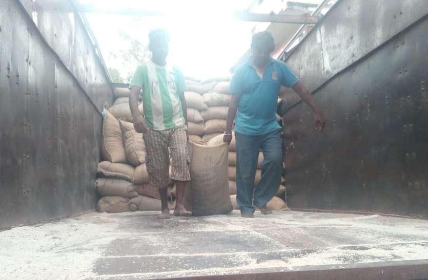 राशन दुकान को भेजा गया चावल मानक स्तर का