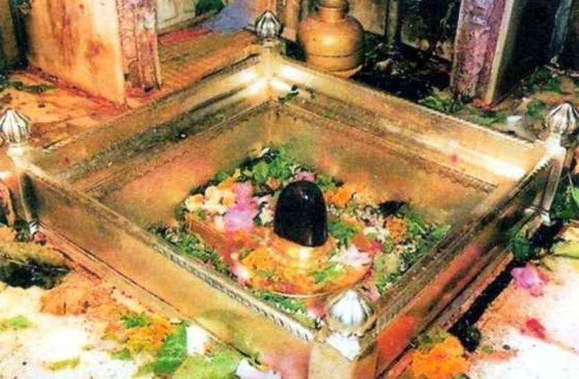 काशी विश्वनाथ मंदिर ने हटाया एक और प्रतिबंध, फूल माला चढ़ाने पर लगी रोक खत्म