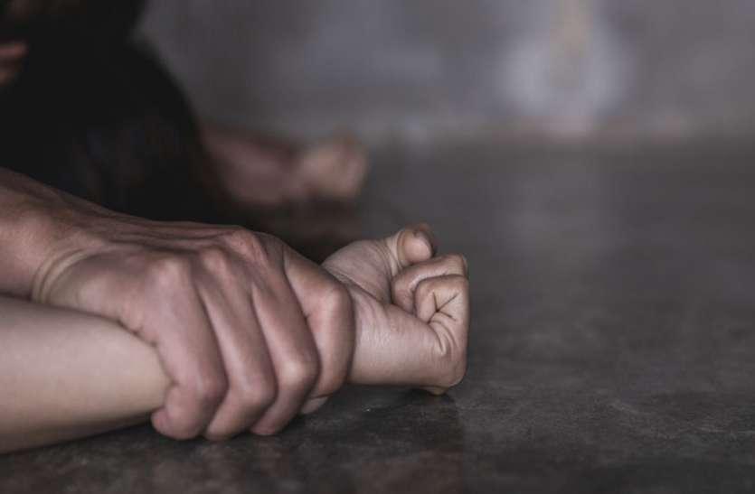 हाथरस गैंगरेप पर प्रियंका-मायावती सीएम योगी पर भड़की, अखिलेश यादव-संजय सिंह ने चलाए तीर