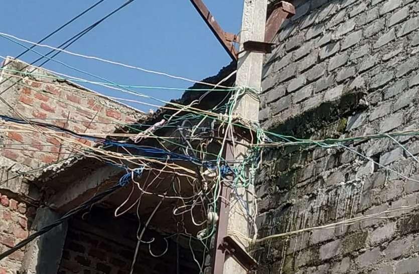 ईमानदार उपभोक्ताओं से हो रही बिजली चोरी की भरपाई
