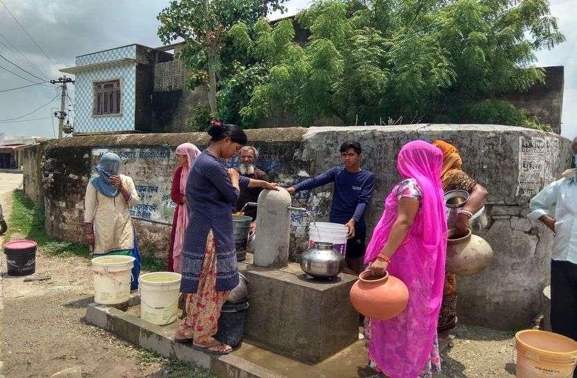 छह साल बीते शहर से सटे गांवों को ही नहीं मिल सका पानी