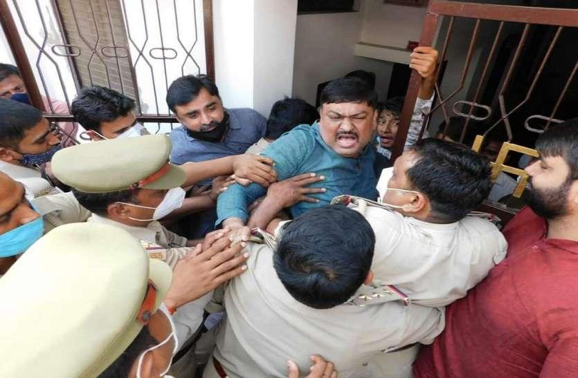 अयोध्या में पूर्व राज्यमंत्री सहित दर्जनों सपा के कार्यकर्ताओं को किया नजर बन्द