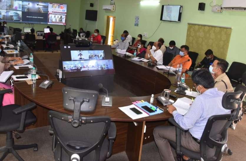 मुख्यमंत्री ने वीडियो कॉन्फ्रेंसिंग से जिला कलक्टरों के साथ की बैठक
