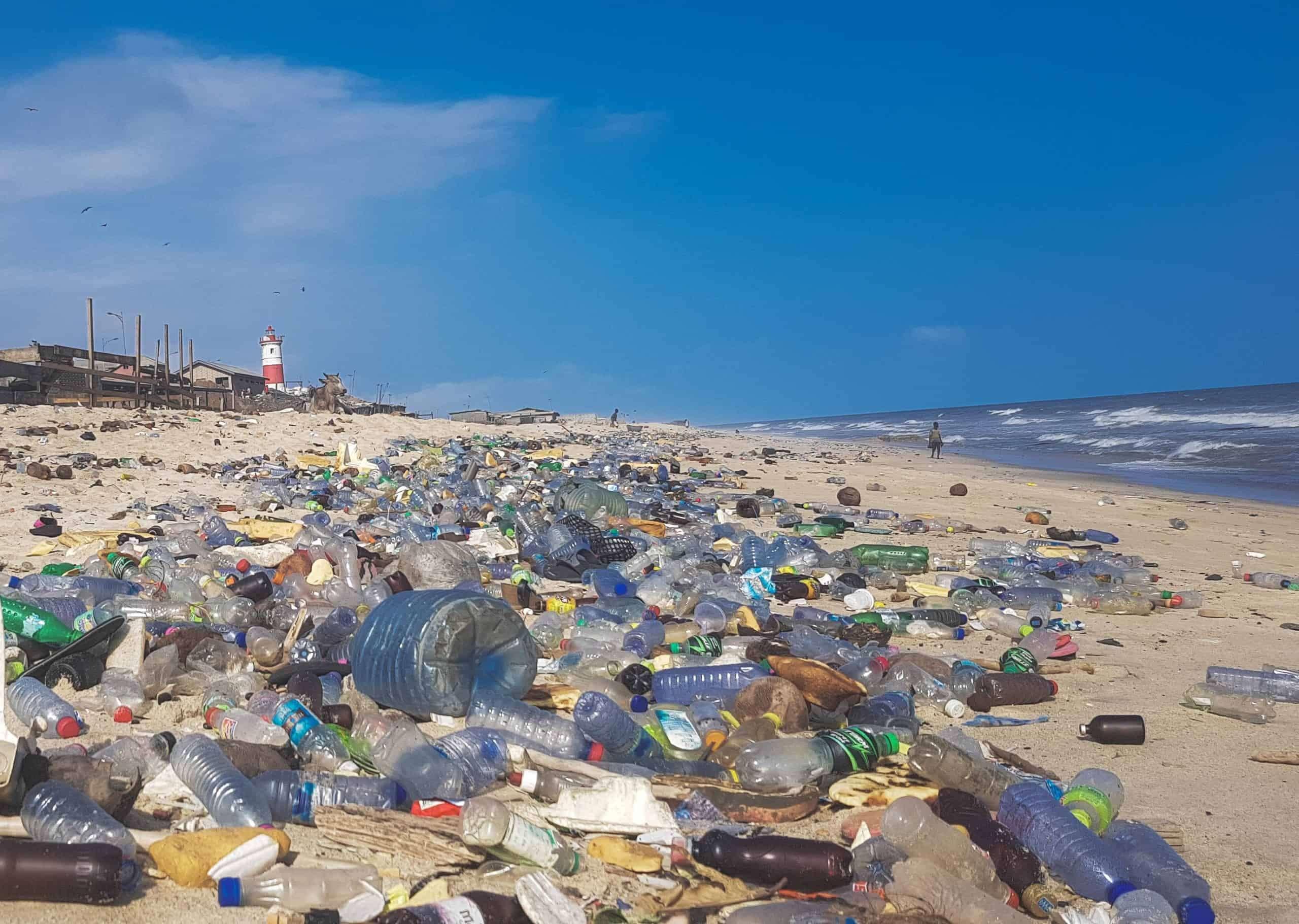 इनोवेशन: इंग्लैंड के वैज्ञानिकों ने बनाए ऐसे एंजाइम्स जो प्लास्टिक को कर देंगे नष्ट