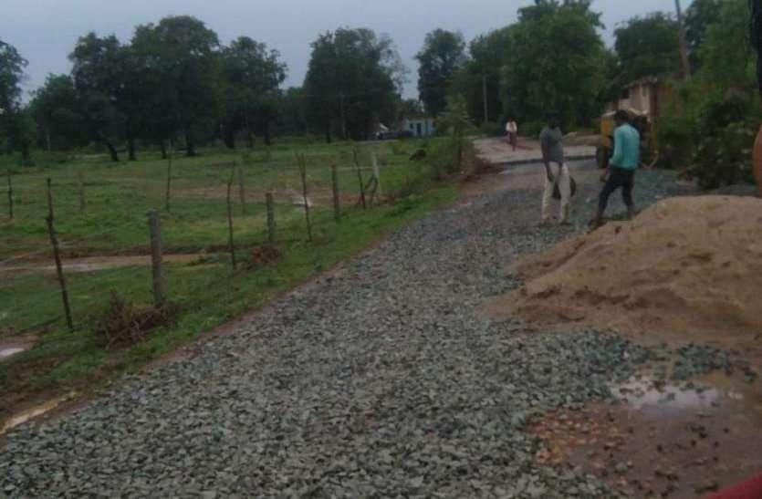 सड़क निर्माण में धांधली, स्वीकृत से अधिक निकाली राशि, जिला पंचायत तक पहुंचा मामला