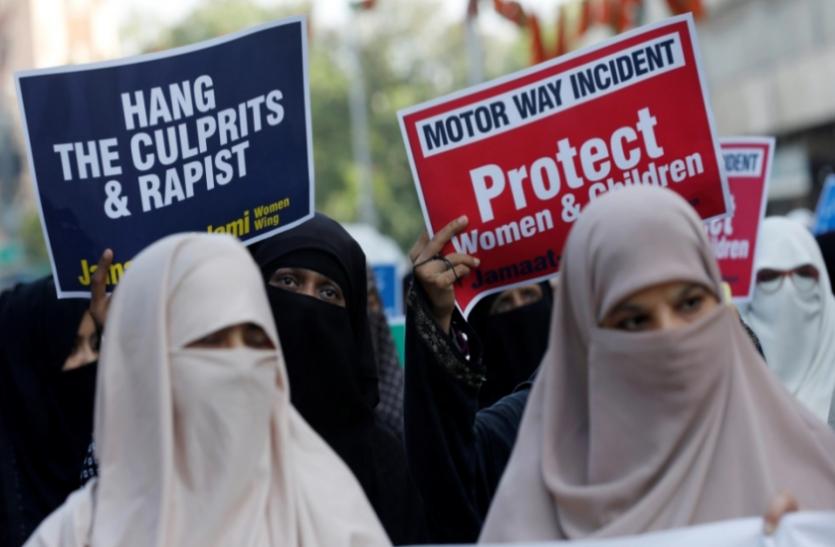 Pakistan: लाहौर गैंगरेप के विरोध में सड़कों पर उतरे लोग, कोर्ट ने मीडिया रिपोर्टिंग पर लगाया बैन