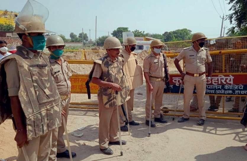 Hathras Case:पीड़ित परिवार को दी गईकड़ी सुरक्षा, छावनी में तब्दील हुआ गांव