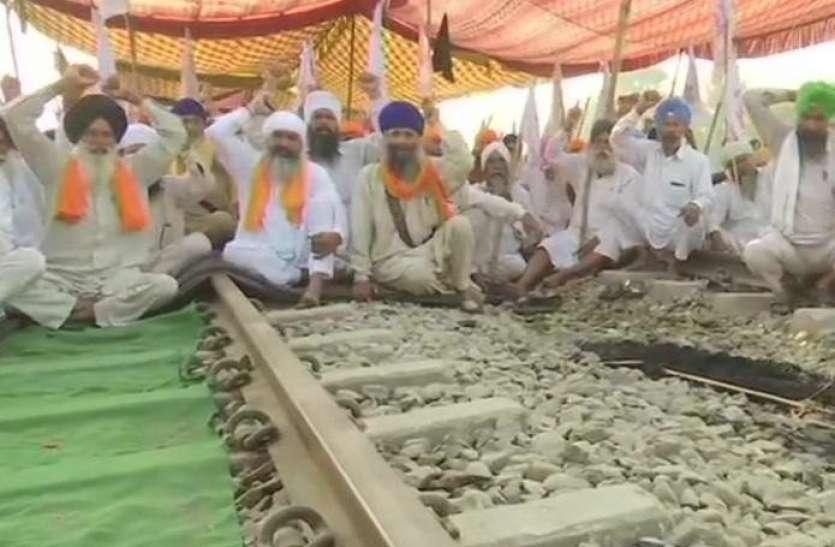 कृषि कानूनों का विरोधः 15 अक्टूबर तक रेलवे ट्रैक पर डटे रहेंगे किसान, शुक्रवार को पंजाब जाम