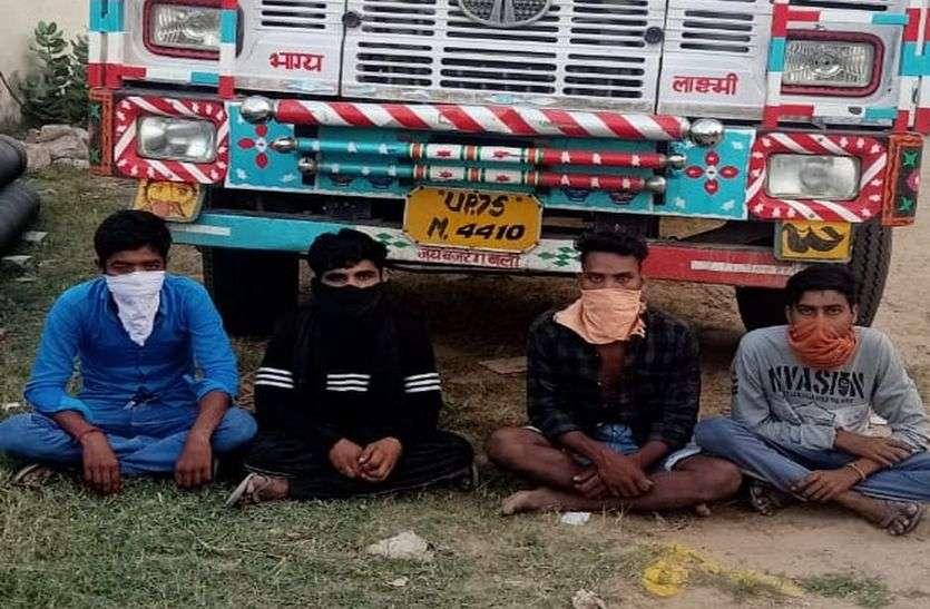 ट्रक में छुपाकर 422 किलो गांजा ले जा रहे चार बदमाश गिरफ्तार