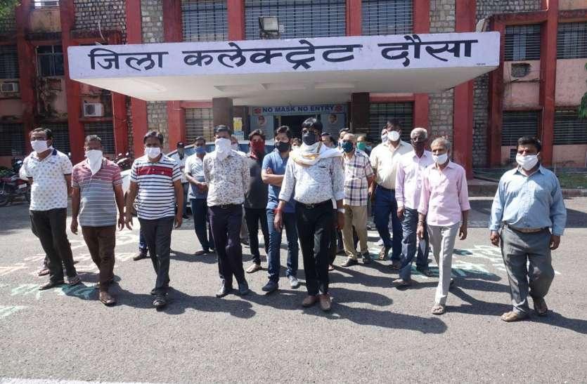 मंडी व्यापारियों व सचिव के बीच गहराया विवाद, हड़ताल जारी