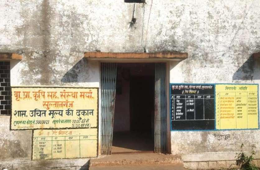 समितियों पर पर्याप्त खाद उपलब्ध नहीं होने से किसान परेशान