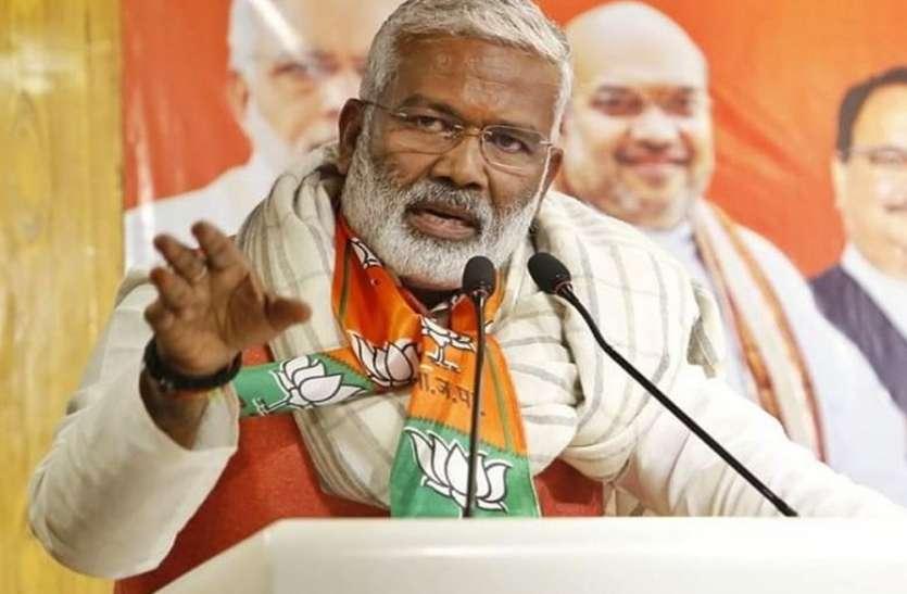 स्वतंत्र देव सिंह ने दिया विवादित बयान, कहा- पीएम ने पाकिस्तान व चीन के साथ युद्ध की तारीख कर दी तय