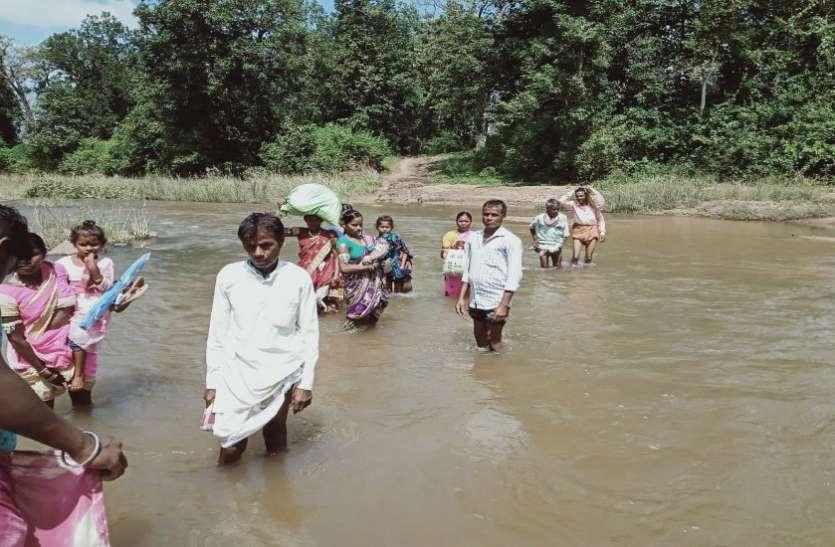 मैनपुर क्षेत्र के नदी-नालों में पुल का निर्माण नहीं