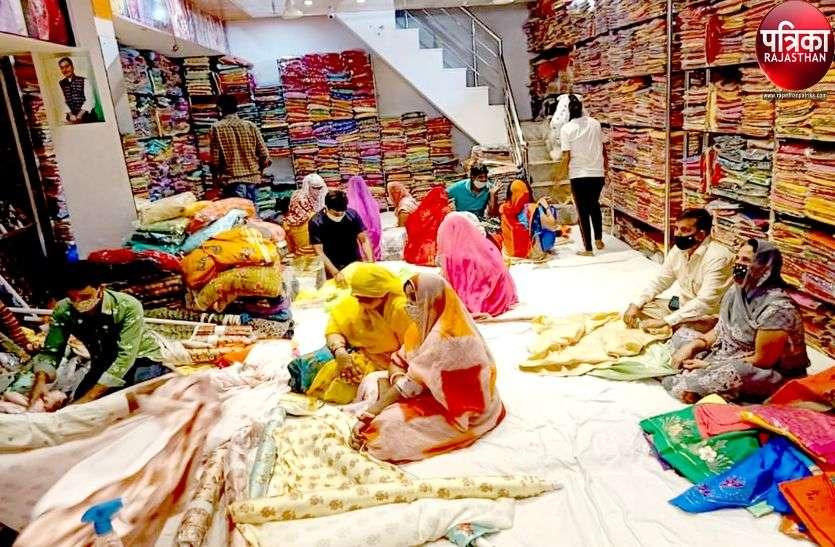 खुशी के पल : त्योहारी सीजन में बढ़ी कपड़ा बाजार में चहल-पहल