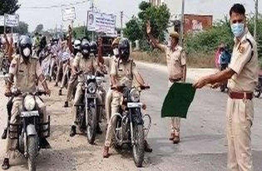 पुलिस ने निकाली वाहन रैली