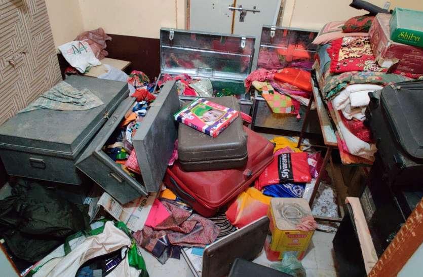 Video: ताला तोड़कर सामान व नकदी ले उड़े चोर