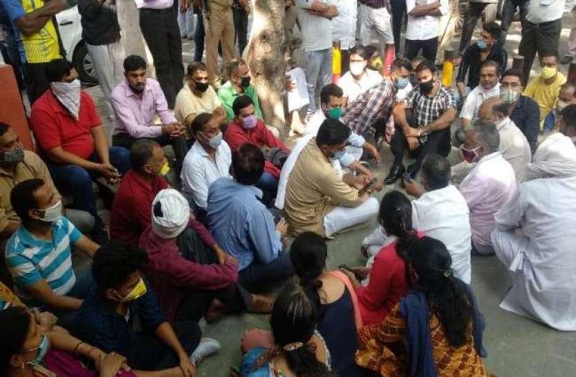दिल्ली में धरने पर बैठे भाजपा के फायर ब्रांड विधायक संगीत सोम, जानिये क्या है पूरा मामला