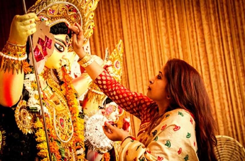 Navratri 2021: नवरात्रि के बीच में पीरियड आ जाए तो कैसे करें व्रत और पूजा, जानें सभी नियम