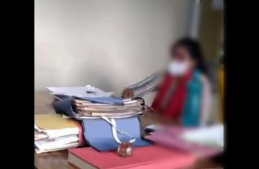 20 हजार रुपये रिश्वत लेते महिला सर्वे अधिकारी का वीडियो वायरल, डीएम ने किया सस्पेंड