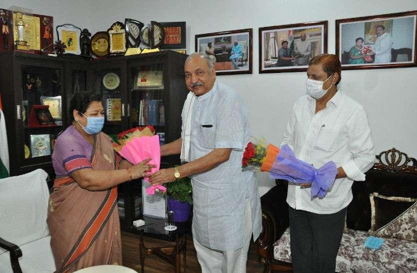 राजभवन और सरकार के बीच टकराव टालने अचानक राज्यपाल से मिलने पहुंचे दो मंत्री