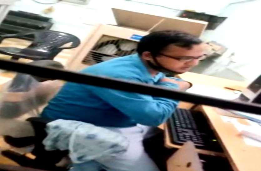 कवर्धा: तहसील कार्यालय में किसानों से 100-100 रुपए रिश्वत लेते वीडियो वायरल, जिला प्रशासन में मचा हड़कंप