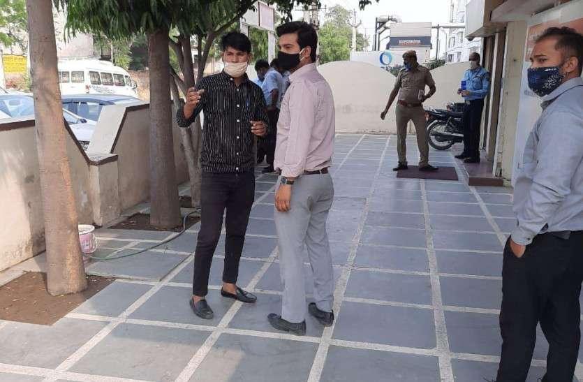 जयपुर में कैश वैन के सुरक्षा गार्ड को गोली मारी, 26 लाख रुपए लूट भागे कार सवार बदमाश
