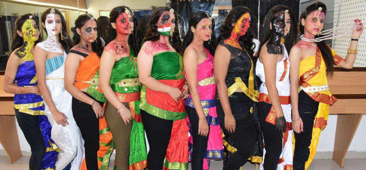 नवरात्रा विशेष-  मां नवदुर्गा के साथ वर्तमान नारी के नौ स्वरूप, देखें तस्वीरें...