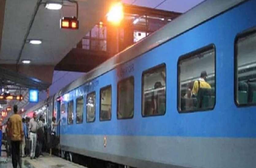त्योहारों पर लोगों को घर तक पहुंचाने के लिए रेल प्रशासन ने किए खास इंतजाम, चलाईं ये ट्रेनें...