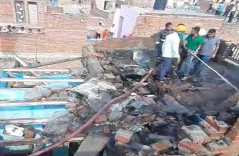 पटाखा फैक्ट्री में लगी आग, धमाकों की आवाज से दहली ताज नगरी, दो की माैत