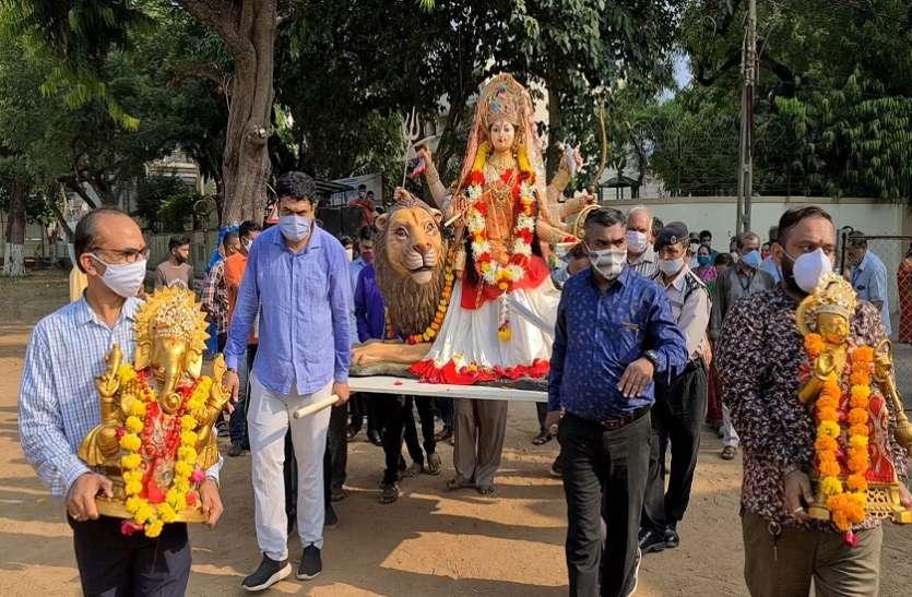Ahmedabad News : शारदीय नवरात्र के दौरान गली-मोहल्ले और गांवों में देशी व परंपरागत गरबों की धूम