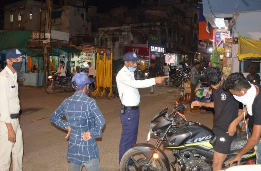 Navratri 2020 : सुरक्षा के साथ पुलिस करवा रही नियमों का पालन