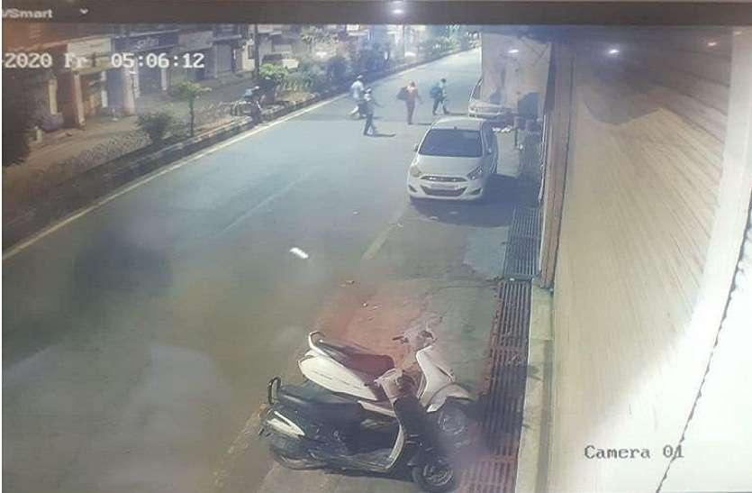 रास्ते से गायब हो गई चोर, गैंग मात खा गए कैमरे