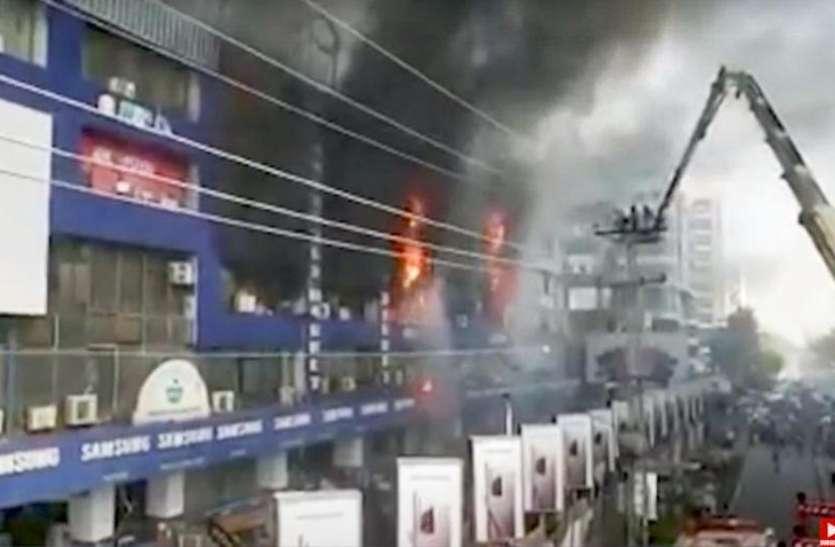 Pakistan: लाहौर में एक बिल्डिंग में शॉर्ट सर्किट से लगी भीषण आग से लाखों की संपत्ति जलकर खाक