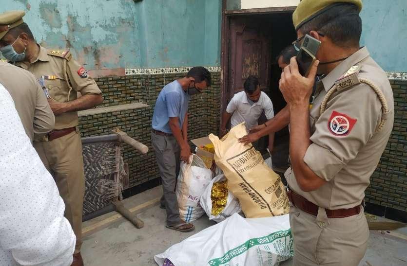 दिवाली से पहले अवैध फैक्ट्रियों पर चला डीएम का चाबुक, करोड़ोें के पटाखे जब्त